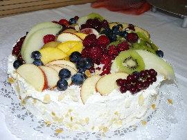 Sahnetorte mit Obst